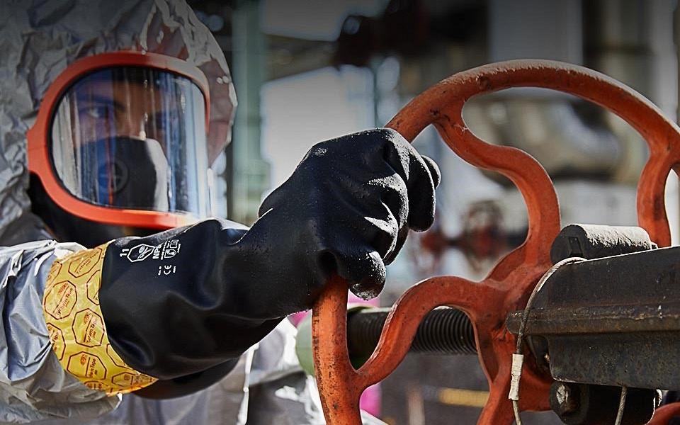 Nov pravilnik o varovanju delavcev pred tveganji zaradi izpostavljenosti kemičnim snovem pri delu!